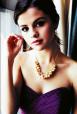 selena_gomez_rochie_mov_picatele_rosii_fara_umeri_crina_frumushik.png